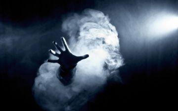 你一转身,突然看见一阵迷雾笼罩在了你的周围